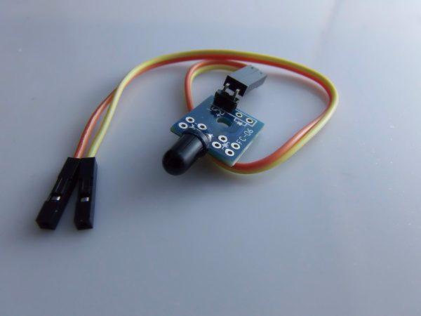 Sensore Fiamma con un piccolo the board contain piccolo PCB1 block Sensore fiamma ARDUINO comp